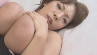 Jカップ爆乳の熟女さんを騎乗位バックでハメ捲くる激揺れSEX動画
