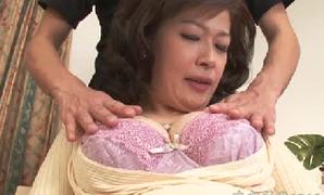 逆ナンパするほど性欲旺盛な素人奥さまの恥ずかしい初AVエロ動画