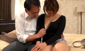 Hカップ爆乳人妻風俗デリヘル嬢がパイズリや騎乗位SEXするエロ動画