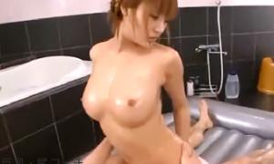巨乳人妻ソープ嬢の極上マットプレイで激揺れ騎乗位SEXエロ動画