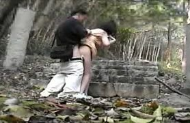 不倫相手のスケベ人妻との野外SEXを個人撮影した素人投稿エロ動画