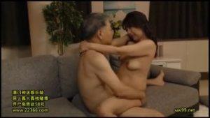 50代の素人熟年夫婦の濃密SEXとお風呂でマンコ洗う人妻動画