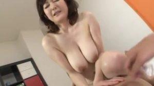 50代の高齢巨乳熟女を男優がハメまくる熟女AV系SEXエロ動画