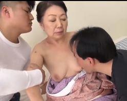 和服姿の60代ガチババァが3Pセックスでイキ捲くる高齢熟女エロ動画