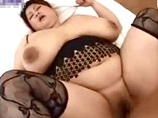 お相撲さんみたいなチョー豊満デブ熟女とのハメ撮りSEX動画