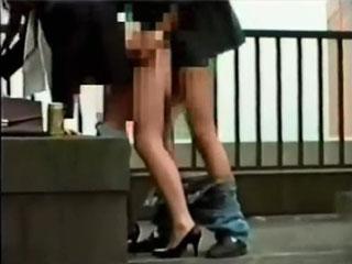ビルの屋上でガチ野外SEXしてる人妻を隠し撮りした盗撮動画