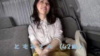 ナンパした素人さんを車内エッチから即SEXで顔射の人妻動画