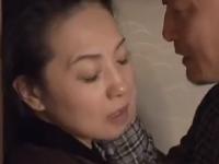 レイプでも感じてしまう熟女とマンコ愛撫に感じる人妻のエロ動画