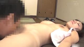 睡眠薬で眠らせた巨乳の人妻を激突きハメまくる中出しレイプ動画
