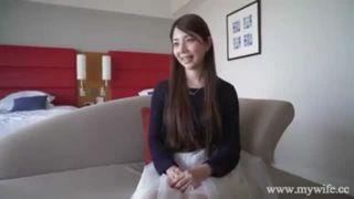 貧乳のオッパイだけど性感帯は乳首という美人な若妻のエッチ動画