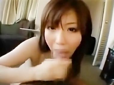 スタイル抜群な巨乳若奥さまをハメ撮りした人妻エロ動画
