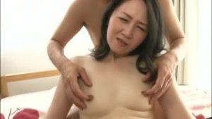 五十路熟女エロ動画w50代の素人おばさんが乳首やクリトリス責められ悶絶