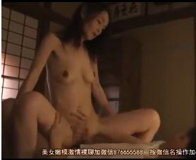 五十路の巨乳お母さんに夜這いして父の横で近親SEXのエロ動画