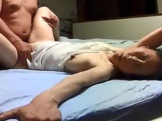 50歳すぎた熟年夫婦が自宅SEXを個人撮影して素人投稿した件