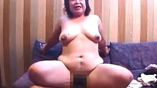 五十路のデブ妻を浣腸で内部洗浄しアナルSEXする夫婦投稿エロ動画