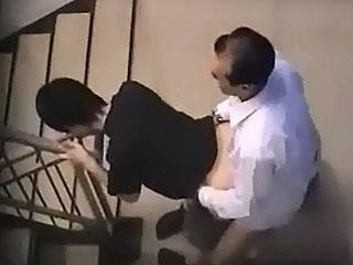 会社の階段で人妻OLとその上司が不倫SEXしてたので盗撮した件