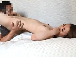 不倫に関するアンケートでやっぱり浮気SEXする素人妻エロ動画