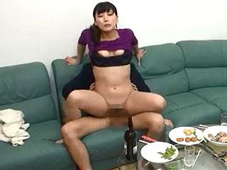 ほろ酔いの巨乳☆人妻にデカチン見せつけ隠し撮りした盗撮SEX動画