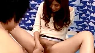 素人セレブ美人妻が童貞君の筆おろしで本気イキしてるSEX動画