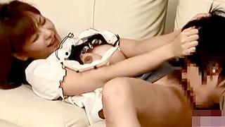 人妻☆家庭教師が高校生男子にマンコ舐めさせ性教育してる盗撮動画