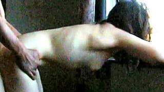 素人ご夫婦の投稿SEX動画♪自宅窓際で立ちバックをハメ撮り