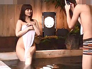 自らAV応募の素人美人妻を貸切風呂でハメ撮りスマホ撮影した件