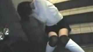 公衆トイレで泥酔巨乳ギャルを中出しレイプする素人投稿動画