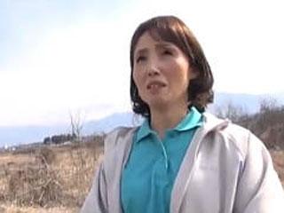 農業の素人奥さんがナンパされて閉経マンコに中出しされるSEX動画