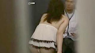 巨根ラーメン屋を誘惑する巨乳熟女の面白い個人撮影のエロ動画