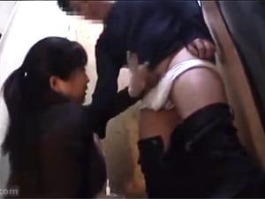 爆乳おばさん店員に裾上げ中にチンコ見せ採寸お願いエロ動画