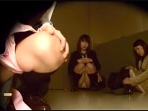 ハプニング盗撮エロ動画エレベおしっこ我慢限界JK羞恥放尿