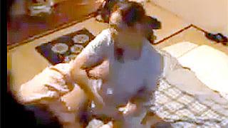 ガチ素人の人妻マッサージ師が口説かれてSEXし捲る盗撮エロ動画