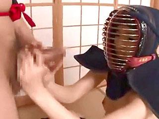 剣道部JKに竹刀の代わりにデカチン握らせマンコに一本きめるエロ師範
