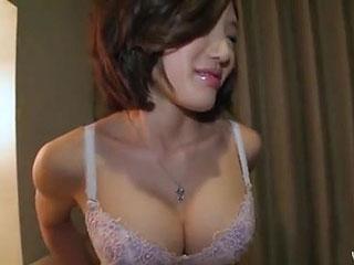 他人棒に腰振りイキ狂うドスケベ美巨乳奥様の生ハメ中出しセックス