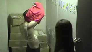 素人投稿で居酒屋更衣室に盗撮カメラ女性従業員の着替え流出