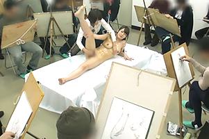 ヌードモデル巨乳お姉さんを美大生の前でハメ中出し盗撮動画