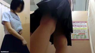 イオン試着室・盗撮動画♪制服JKの生着替えが鮮明に