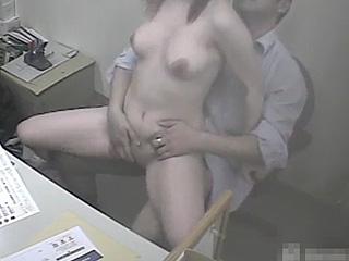 【素人★盗撮】防犯カメラがあるのを知らず会社で巨乳OLが上司とセックスしてるぞぉーwww流出しちゃってバレたらクビになっちゃうよぉーwww|エッチな素人さま