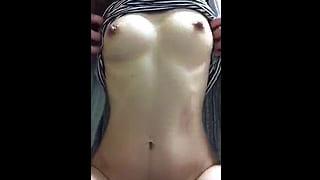 乳首が性感帯の人妻がチクビオナニーで絶頂する素人エッチ動画