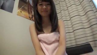 ロリ顔娘にオナニーさせてスク水着せてハメ撮りした素人エロ動画
