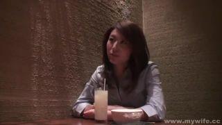 人妻が手マンとクンニで潮吹いてアクメする素人セックス動画