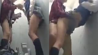 トイレと盗撮したらJKがセックス始めちゃった素人エッチ動画