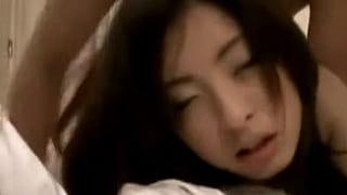 可愛い素人お姉さんがバックで突かれるハメ撮りが流出したエロ動画