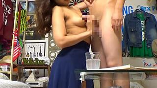 大学生と不倫してる人妻が盗撮されちゃった素人投稿セックス動画