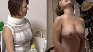 巨乳で美熟女なアラフォー人妻と部屋でエッチした盗撮SEX動画