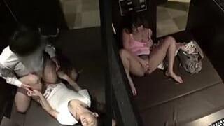 ネットカフェでエッチしてるカップルを盗撮した店員の流出SEX動画