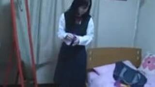 高校生の娘にフェラさせてる父親が個人撮影した近親相姦エロ動画