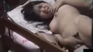 妹が部屋で全裸になってオナニーしてたぁー内緒で盗撮した動画