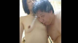 熟年夫婦の営みをビデオ撮影したスマホ動画を投稿した熟女動画